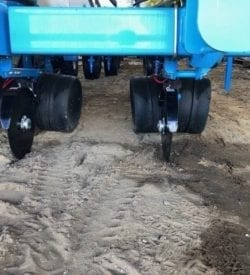 DOUBLE DISC LIQUID APPLICATORS